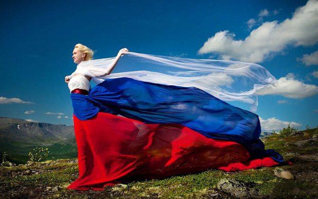 История дня флага России